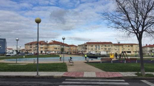 El Ayuntamiento actúa y se limpian los lagos de la UA-15
