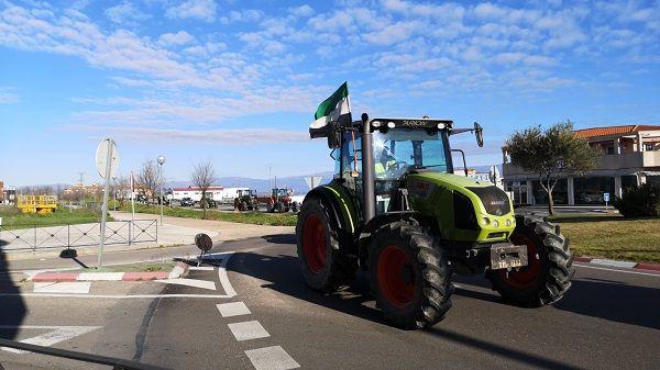 Comienzan a reunirse los tractores en esta nueva jornada de movilizaciones del sector agrícola