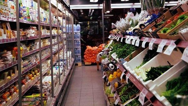 Se flexibiliza el horario comercial de venta de productos básicos, para reducir riesgos por las aglomeraciones