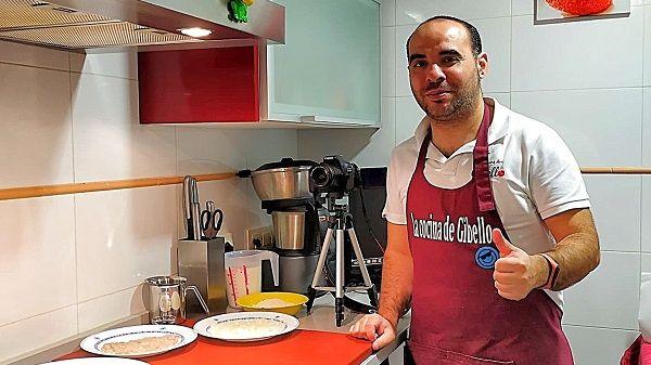 El moralo David Gibello se hace un hueco en la cocina de Canal Extremadura