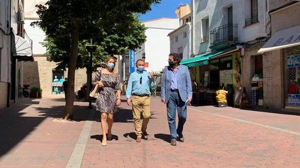 El presidente provincial del PP, Laureano León, visita Navalmoral de la Mata