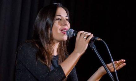 Maribel Rodriguez actúa en el barrio de Navarrosa, en el Diverso Festival Verano 2020