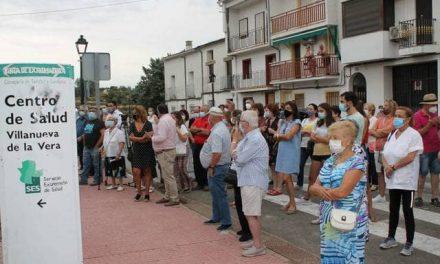 Villanueva inaugura un monolito en recuerdo a los fallecidos y trabajadores en primera línea en la pandemia
