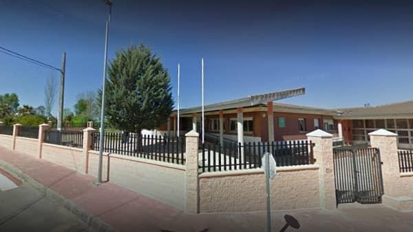 Majadas entre los 9 centros educativos extremeños que pasan este lunes a la formación a distancia