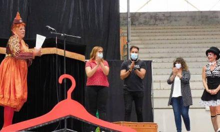 La payasa Montse Trías recibe el 9º Premio Nosolocirco, en la inauguración del festival
