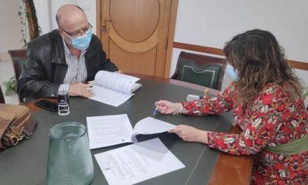 Navalmoral y Cruz Roja firman un convenio para el desplazamiento de escolares con discapacidad