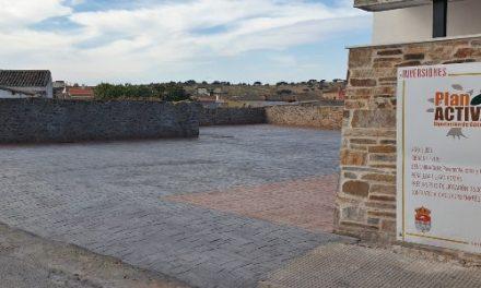 Finalizan las obras de mejora en el entorno del velatorio de Peraleda de San Román