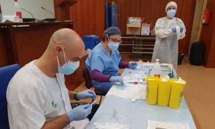 Extremadura ha administrado ya 27.067 vacunas covid, el 31% a sanitarios