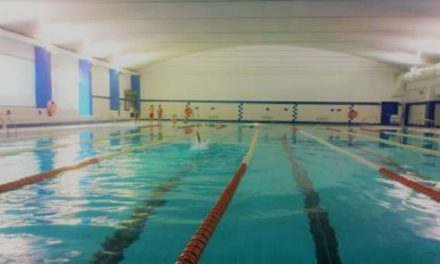 La piscina climatizada de Navalmoral reabre al público