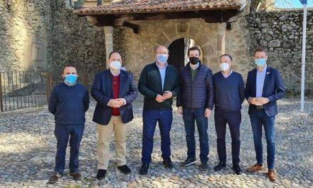 Pablo Casado y su familia visitan el Monasterio de Yuste