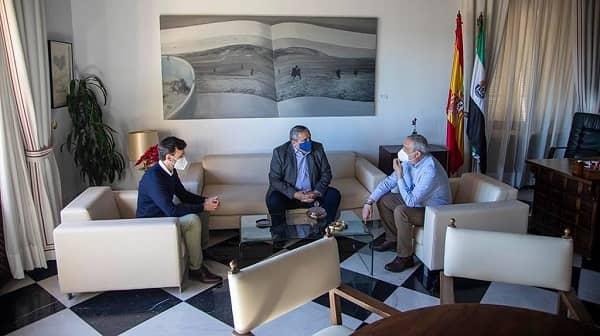 La Diputación y la UEx se reunen para planificar el Centro de Estudios Internacional Presidenta Charo Cordero