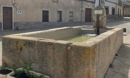 Carrascalejo finaliza la rehabilitación del pilón y la fuente de la localidad