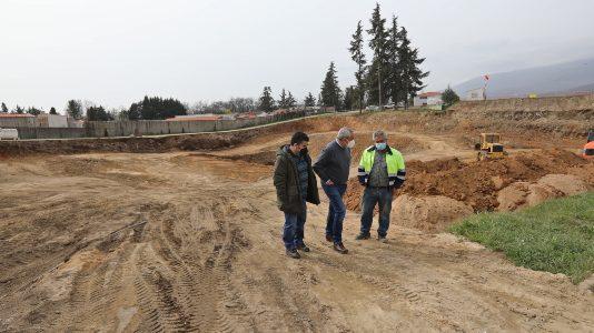 Carlos Carlos visita la obra del nuevo parque de bomberos de Jarandilla