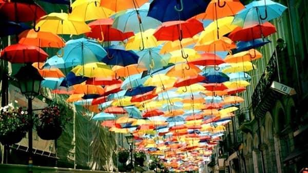 Vox Navalmoral propone al Ayuntamiento que instale sombras en la calle peatonal