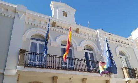 El PP denuncia la falta de la bandera de Extremadura en el balcón del Ayuntamiento