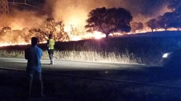 Almaraz agradece la ayuda a quienes anoche participaron en la extinción del incendio