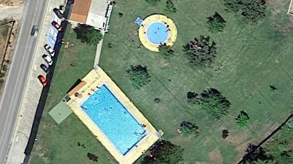 Rescatan a un varón de 15 años con principio de ahogamiento, en la piscina de Rosalejo