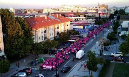 La Marcha Rosa regresa con éxito a las calles moralas